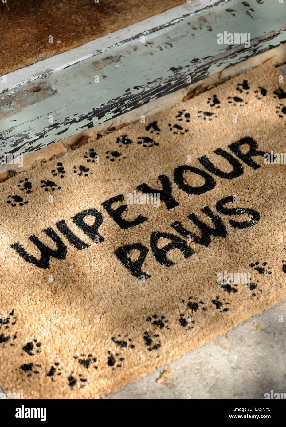 A ' Wipe Your Paws' doormat at a dog friendly hotel UK - Stock Image