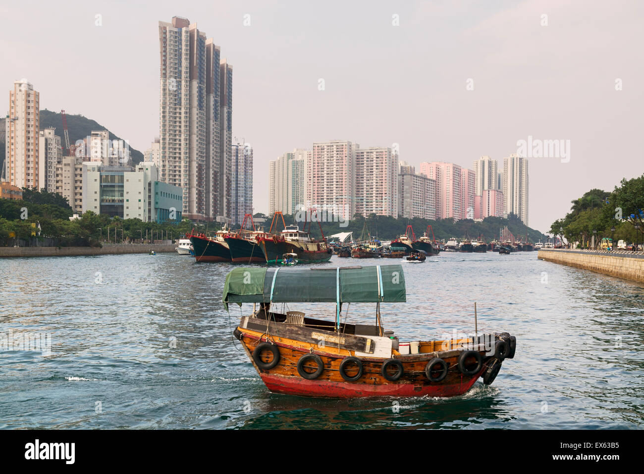 Aberdeen Harbour, Hong Kong with a passing sampan boat. - Stock Image