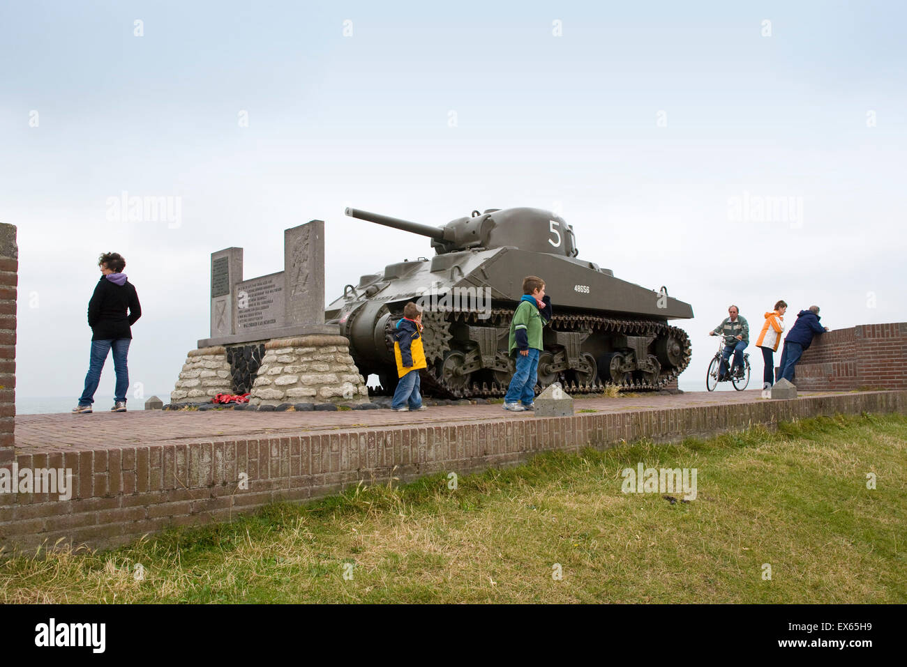 Europe, Netherlands, Zeeland, Westkapelle on the peninsula Walcheren, landing memorial with Sherman tank of the Stock Photo