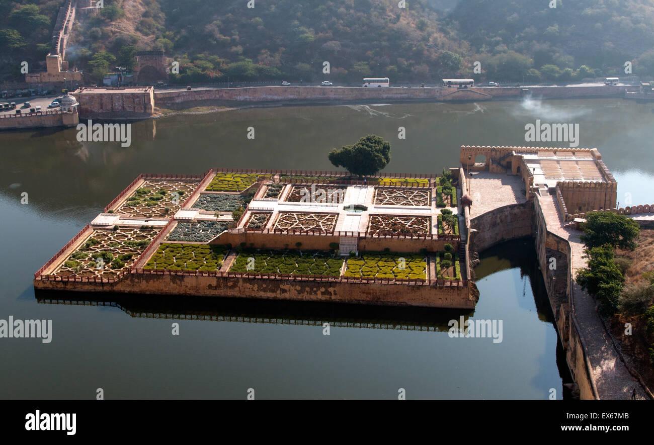 Kesar Kyari Bagh palace gardens in the lake, Amber Fort, Amber Palace, Jaipur, Rajasthan, India - Stock Image