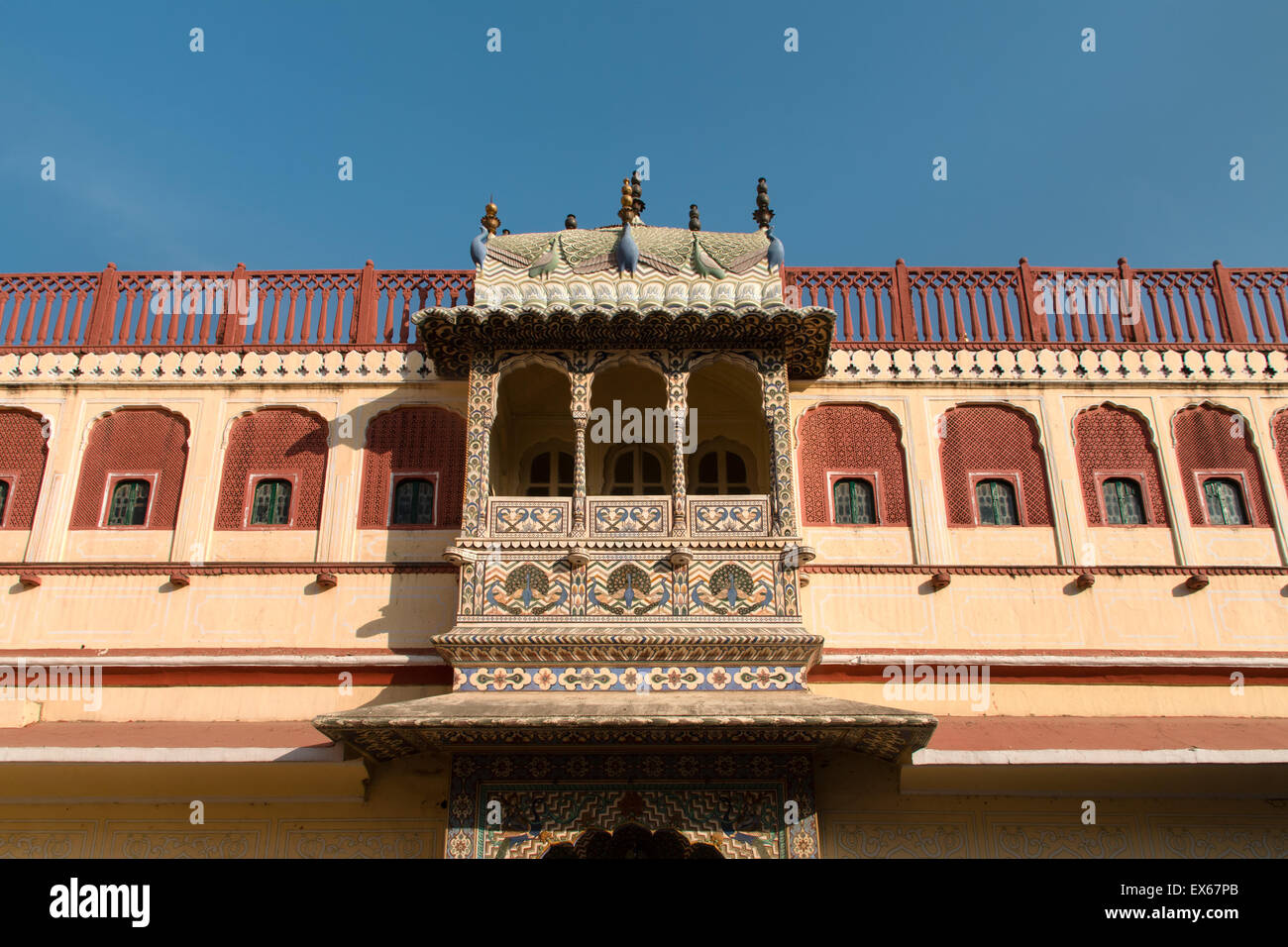 Balcony in the courtyard of the Chandra Mahal City Palace, Jaipur, Rajasthan, India - Stock Image