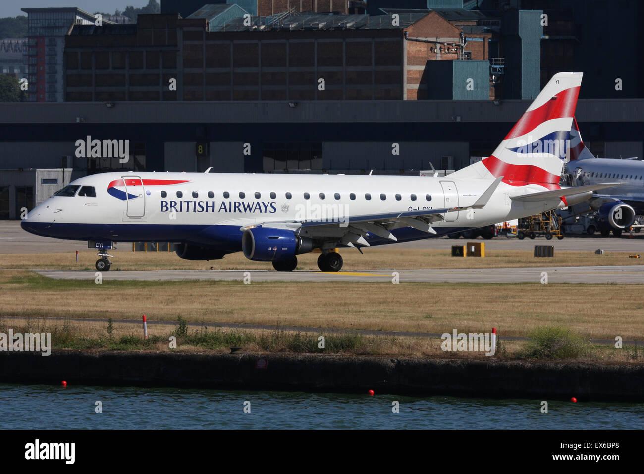 BRITISH AIRWAYS EMBRAER LONDON CITY DOCKLANDS - Stock Image