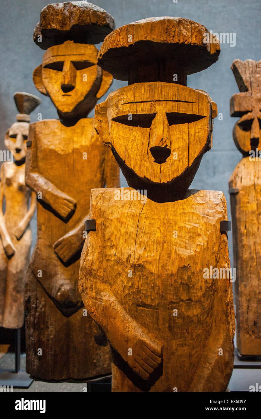 Chilean Museum of Pre-Columbian Art. Chemamulles, Mapuche funerary statues, Sala Chile antes de ser Chile (Chile - Stock Image