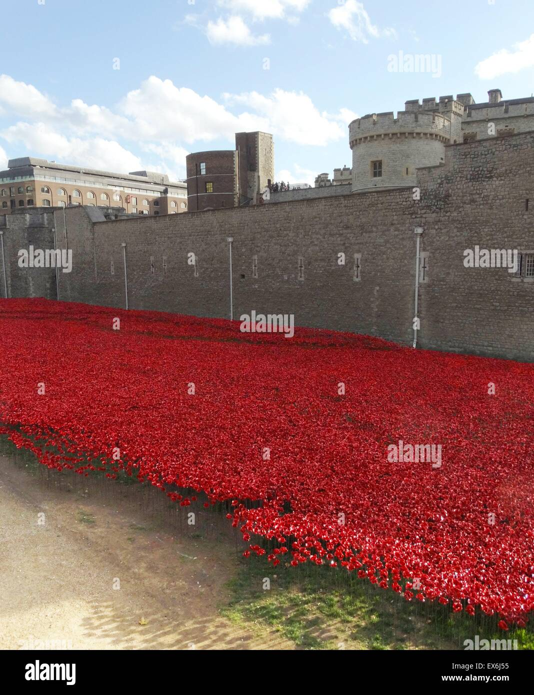 Art installation titled 'Blood Swept Lands and Seas of Red'. The dry moat was filled with 800,000 ceramic - Stock Image