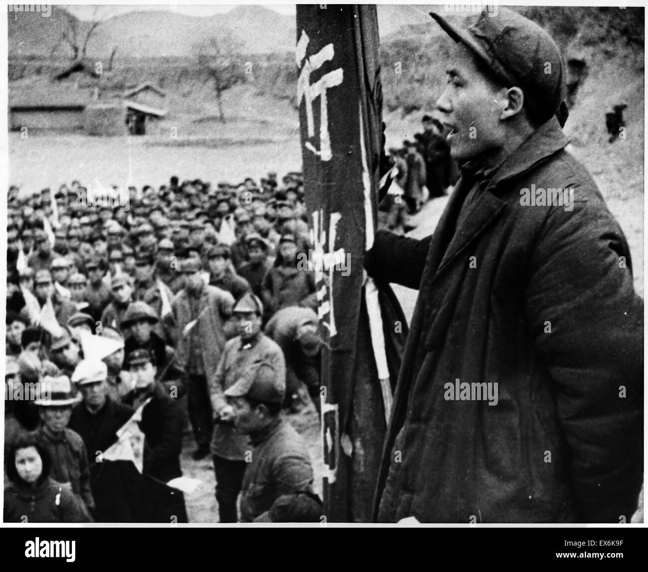Mao Tse Tung, leader of China's Communists, addresses followers at Yenan during the long March 1937 - Stock Image