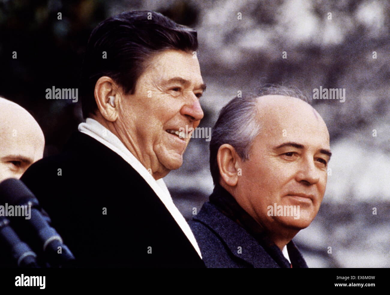 US President Ronald Reagan with Russian leader Mikhail Gorbachev 1986 - Stock Image