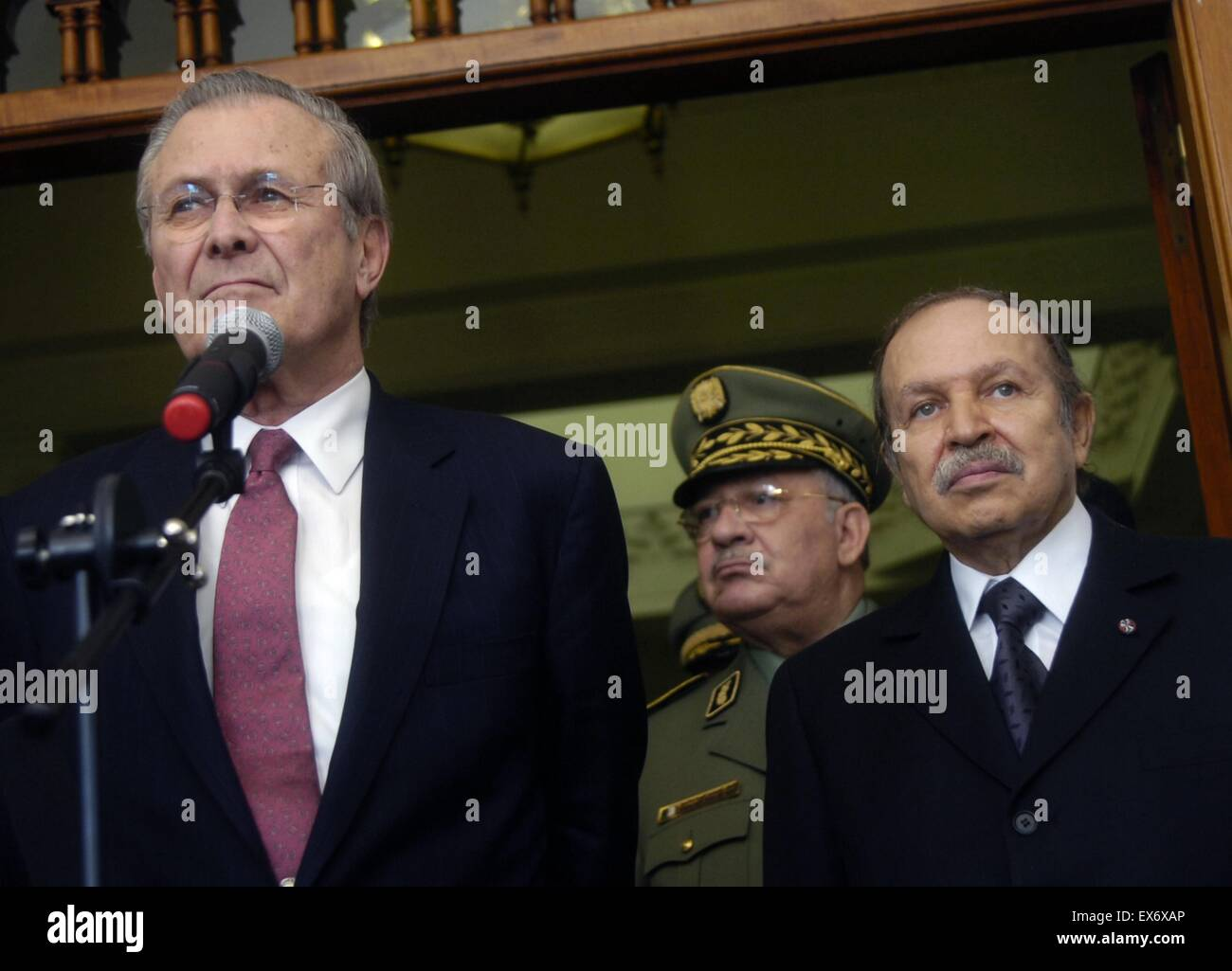 Secretary of Defence Donald H. Rumsfeld and Algerian President Abdul-Aziz Bouteflika 2006 - Stock Image