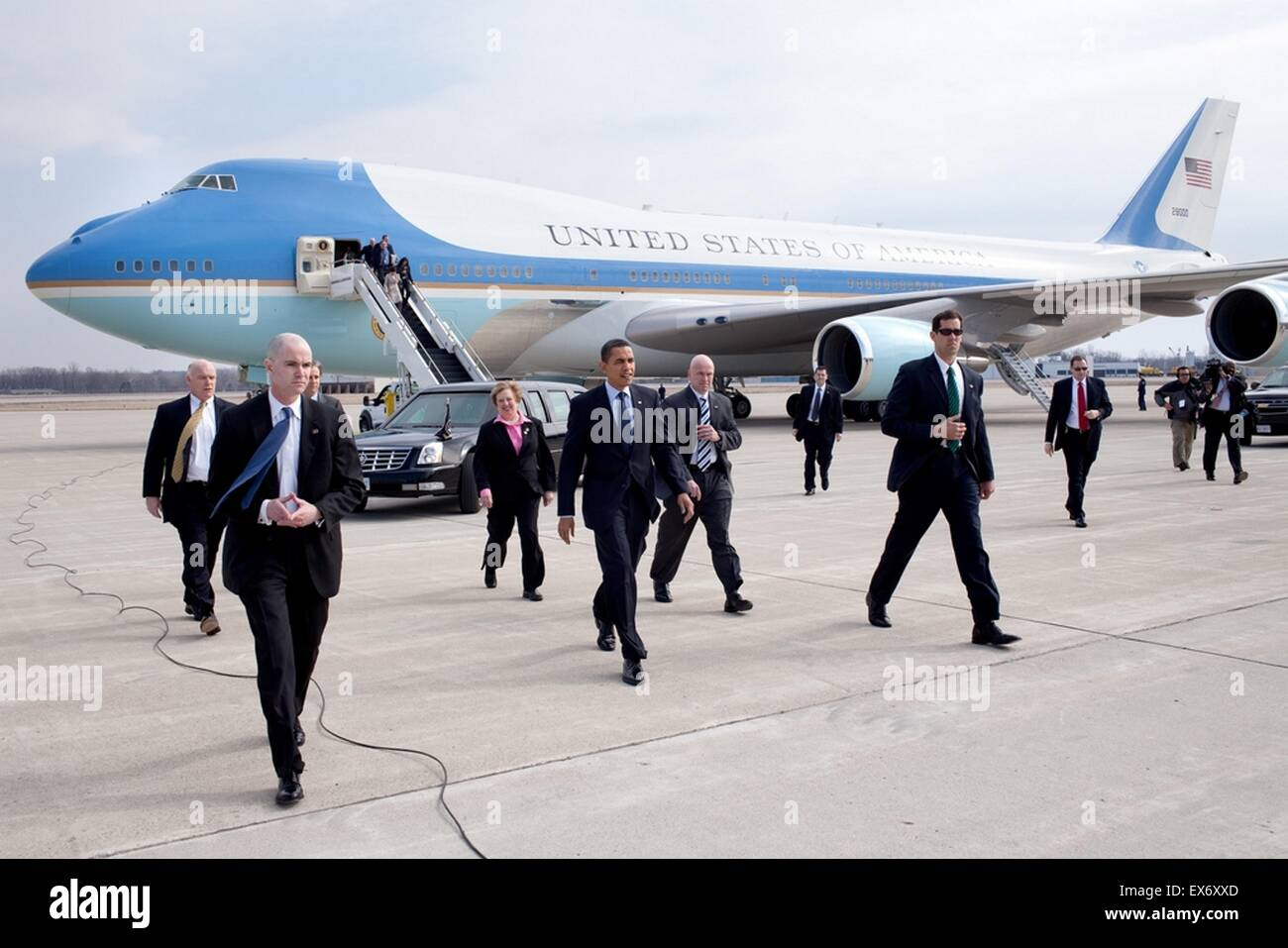 2009. The US President Barak Obama arrives at Columbus, Ohio airport. He is accompanied off Air Force One, by members - Stock Image