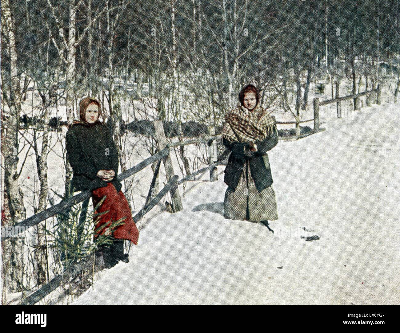 Sirotki - Les orphelines. D'apres nature S.M. Prokoudine-Gorsky, St. Petersburg. Photographer: Prokudin-Gorskii, - Stock Image