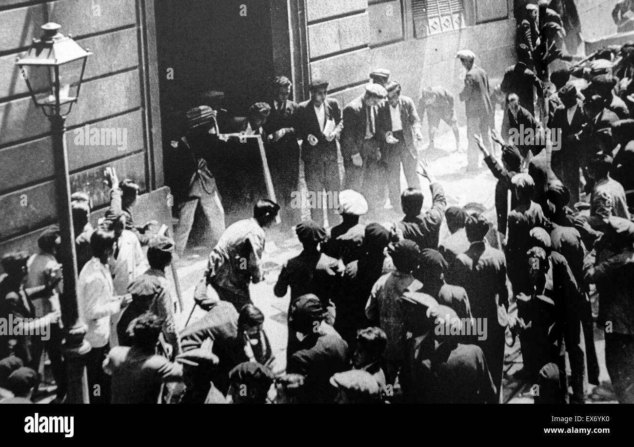 Crowds loot and rampage through the Convent of Isabel The Catholic in Spain 1931. Between May 10 and May 13, 1931, - Stock Image