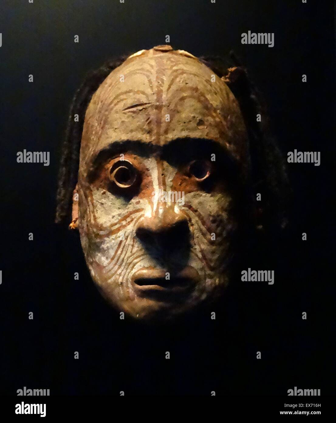 Over modelled skull from the Latmul tribe. The Iatmul are an large ethnic group inhabiting some two-dozen politically - Stock Image