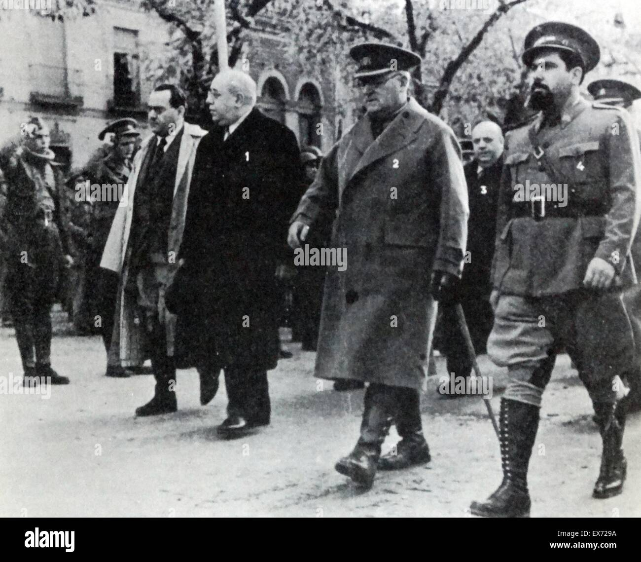 1937 President of republican Spain visits the front line during the Spanish civil War. From left to right: Juan - Stock Image