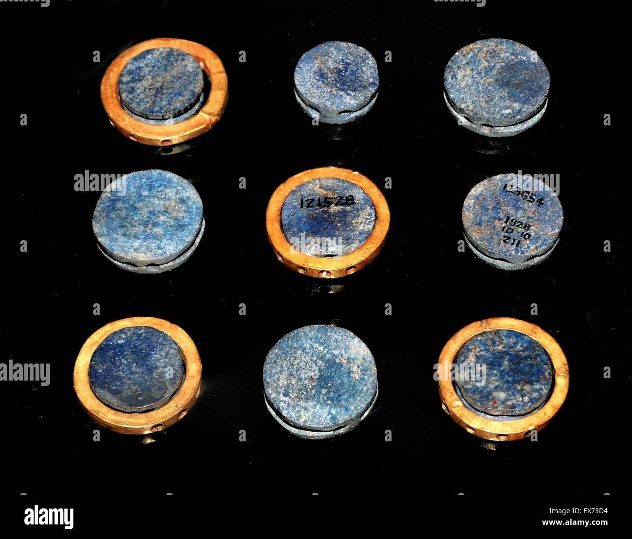 Early Mesopotamian Lapis Lazuli and gold discs used for decoration, Iraq, circa 2900-2300 BC Akkadian - Stock Image