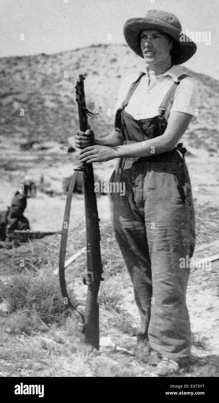 Republican woman civilian stands guard with a rifle during the Spanish Civil War - Stock Image