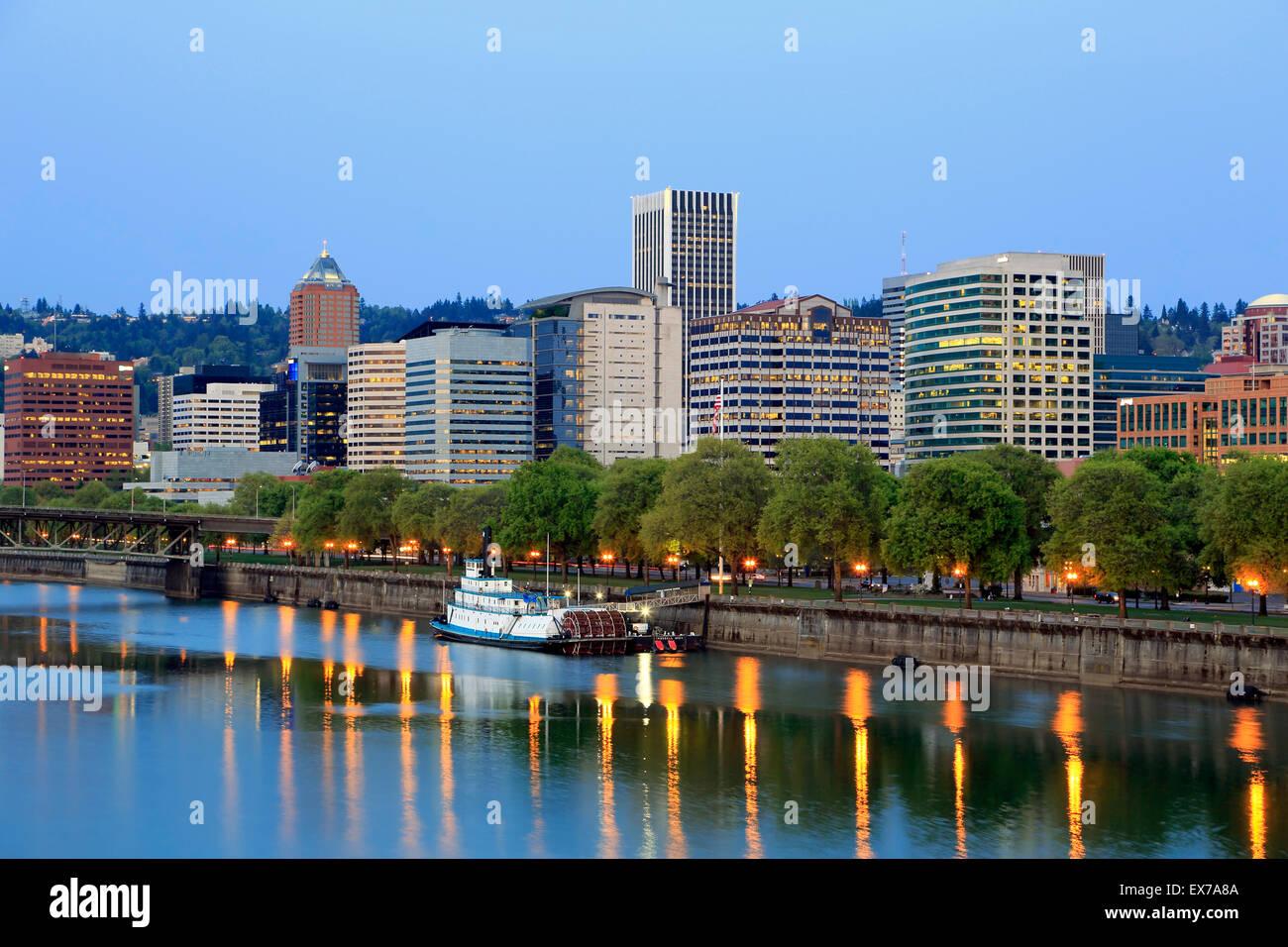 Skyline of Portland and Willamette River, Portland, Oregon USA - Stock Image
