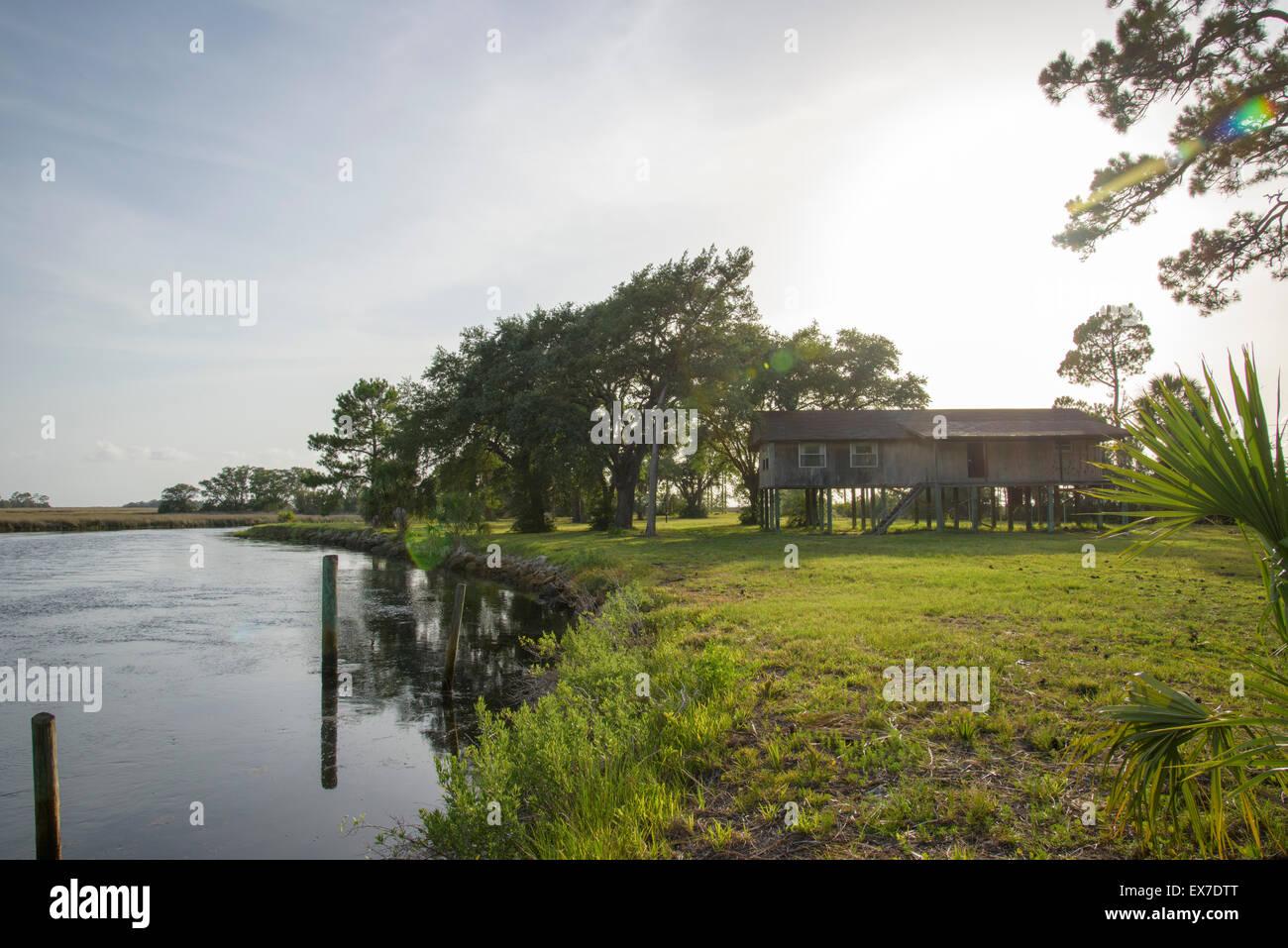 Cabin on Fish Creek, at Gulf of Mexico. Big Bend Seagrasses Aquatic Preserve, Florida - Stock Image