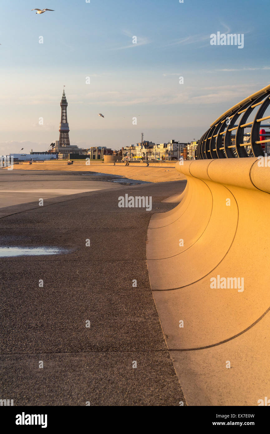 Blackpool, UK. 8th July, 2015. UK weather. Windy but sunny end to the day in Blackpooll Credit: Gary Telford/Alamy - Stock Image