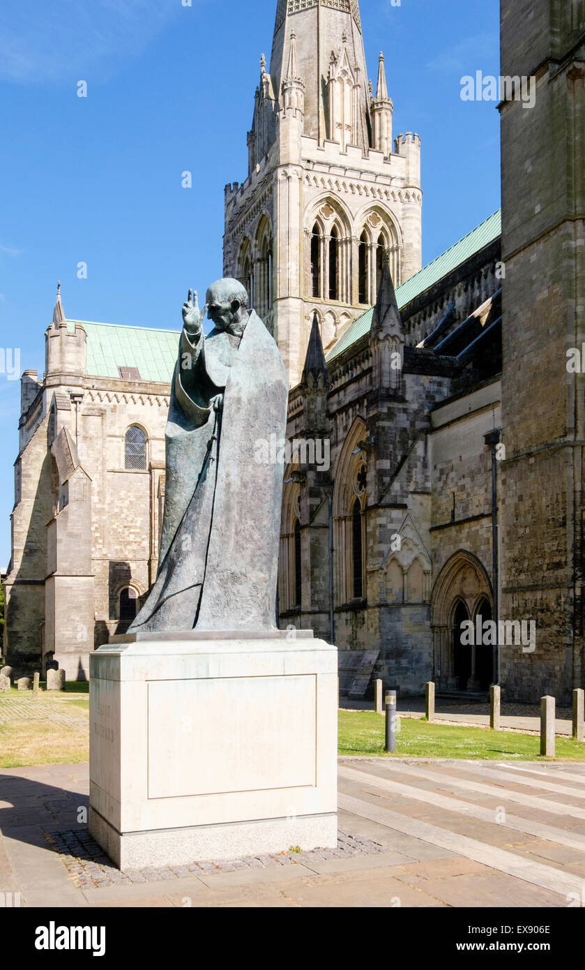 Bronze statue of patron Saint Richard outside Chichester Cathedral Church of the Holy Trinity in city of Chichester - Stock Image