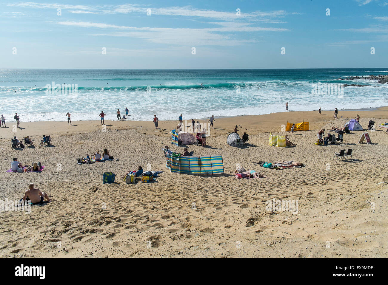 Holidaymakers on Fistral beach in Newquay, Cornwall. - Stock Image