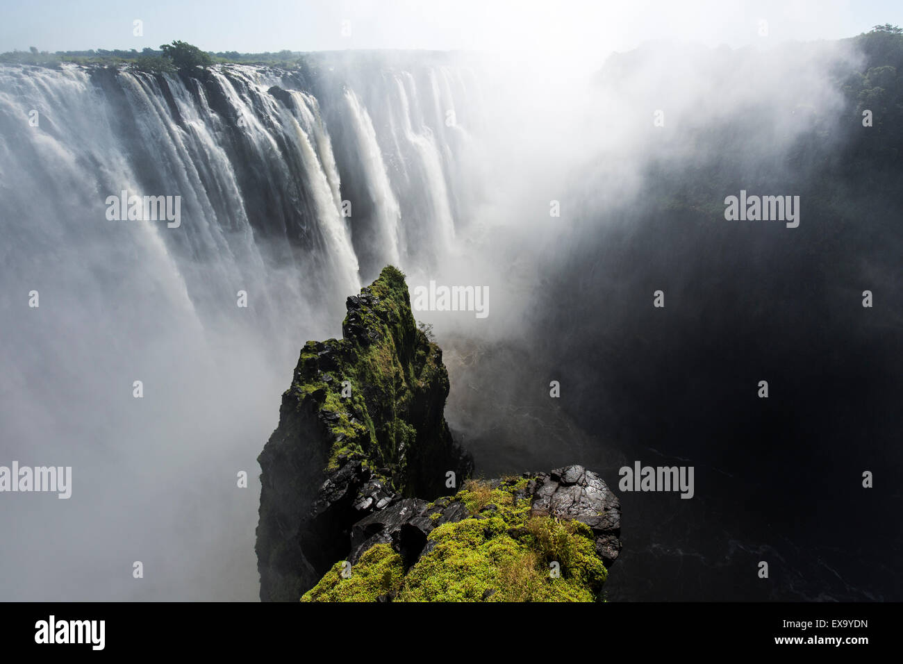 Africa, Zimbabwe, Victoria Falls National Park, Zambezi River as it flows over Victoria Falls - Stock Image