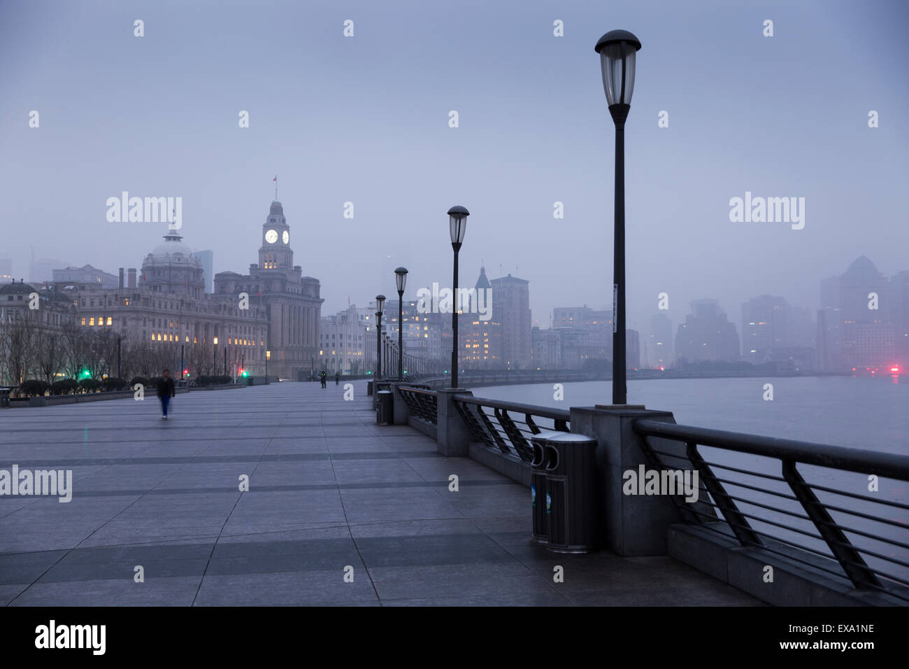 China, Shanghai, Foggy dawn on Huangpu River waterfront in the historic Bund District on winter morning Stock Photo