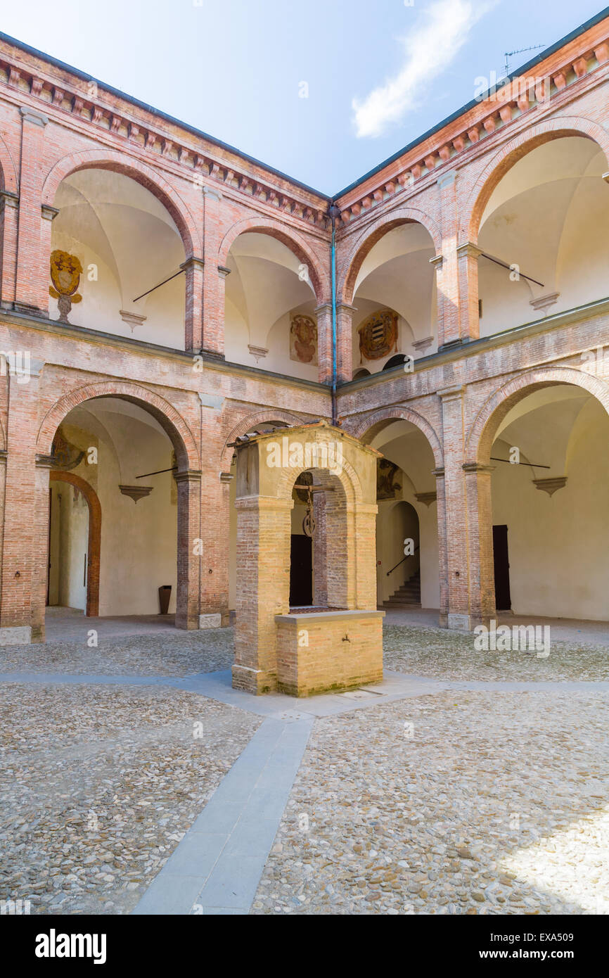 the courtyard with center shaft of the praetor palace represents