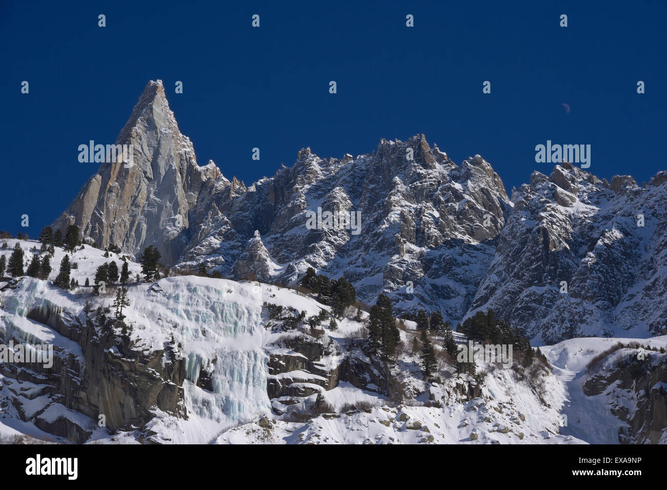 'aiguille du dru' famous  peack of europen alps in a blue sky day - Stock Image