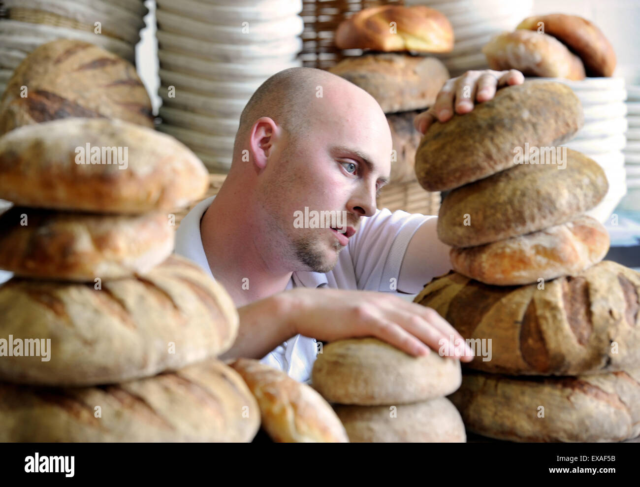 The artisan baker Alex Gooch at his in Hay-on-Wye, Herefordshire UK - Stock Image