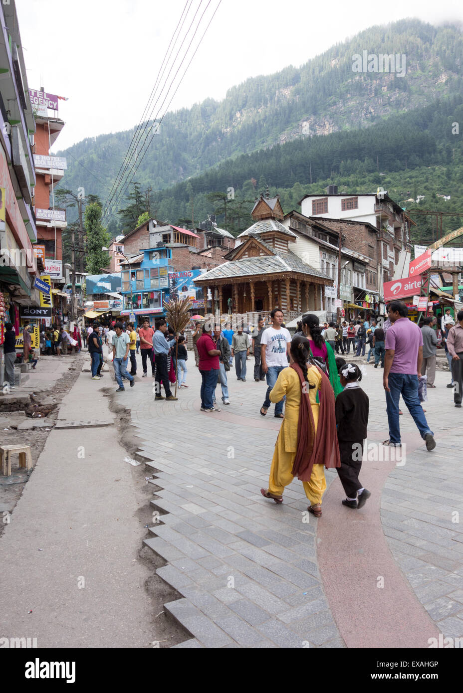 Street scene in the tourist town of Manali, Himachal Pradesh, India - Stock Image