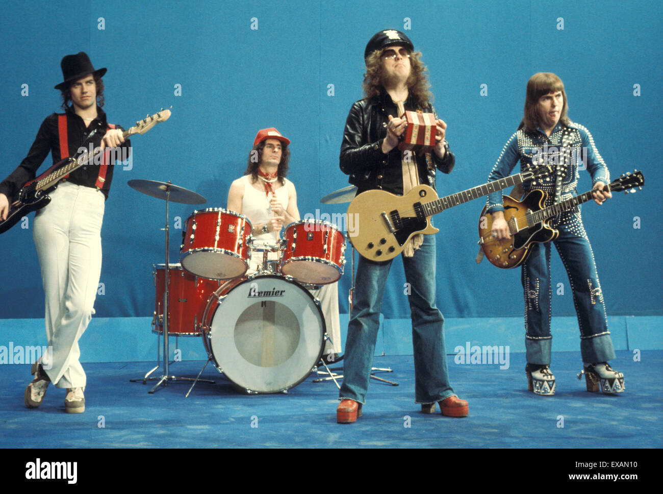 SLADE  UK pop group in 1974. From left: Jim Lea, Don Powell, Noddy Holder, Dave Hill Stock Photo