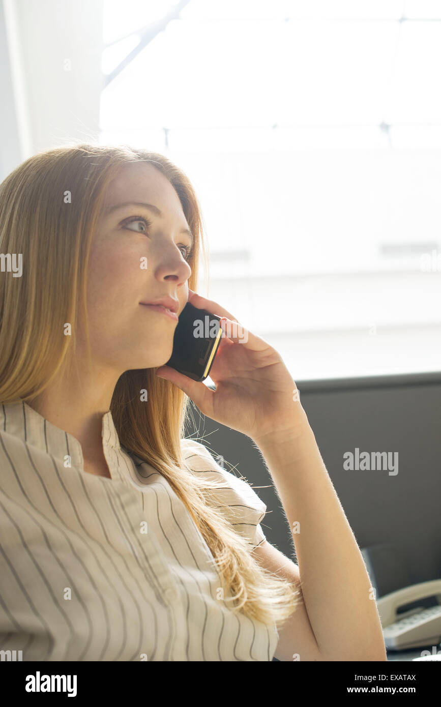 Young woman using cell phone - Stock Image