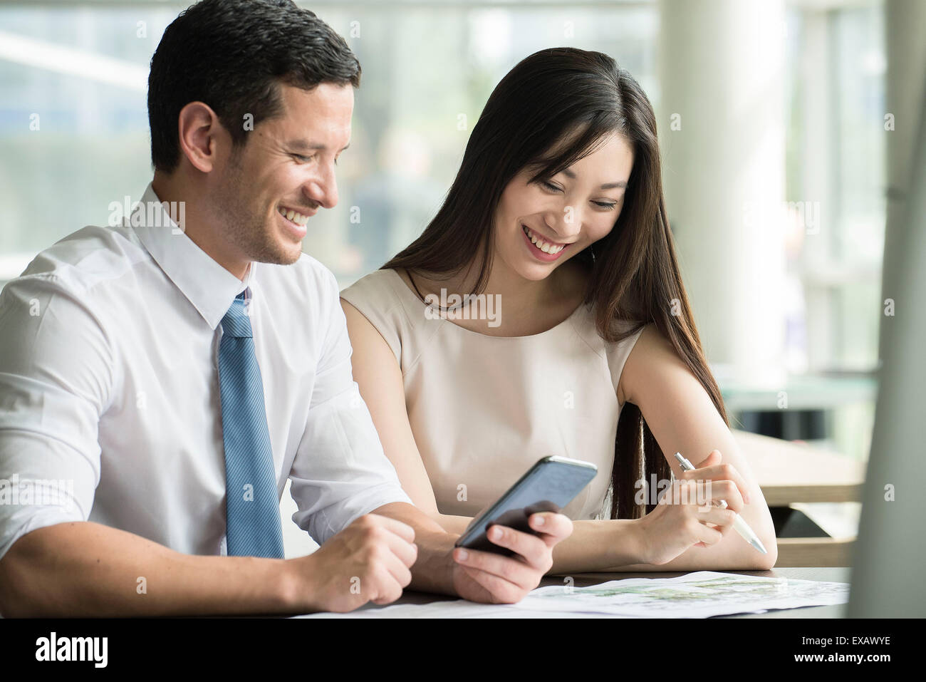 Officer workers collaborating - Stock Image