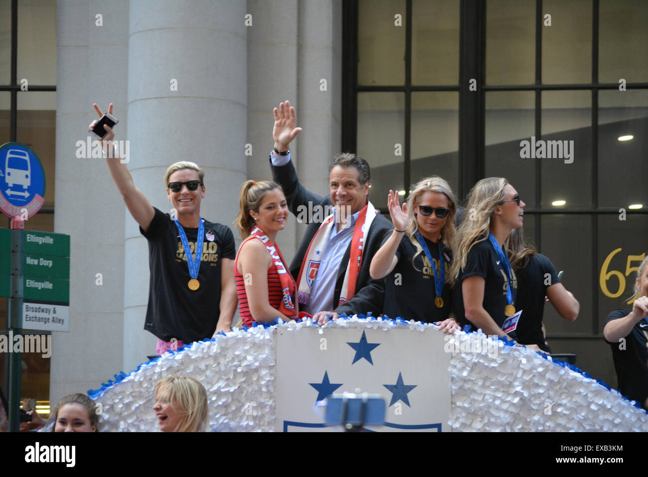 New York, USA. 10th July, 2015. Abby Wamback and New York Governor Andrew Cuomo on a float in the World Cup parade - Stock Image