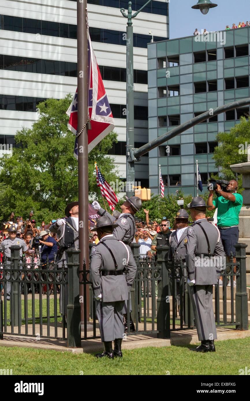 Columbia, South Carolina, USA. 10th July, 2015. South Carolina State police honor guard lower the Confederate flag - Stock Image