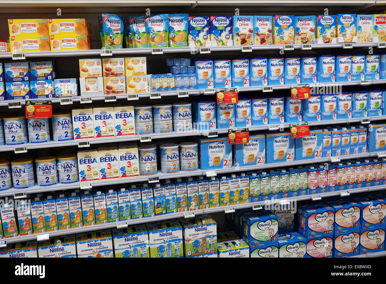 Aisle with Toddlers food in a supermarket - Stock Image