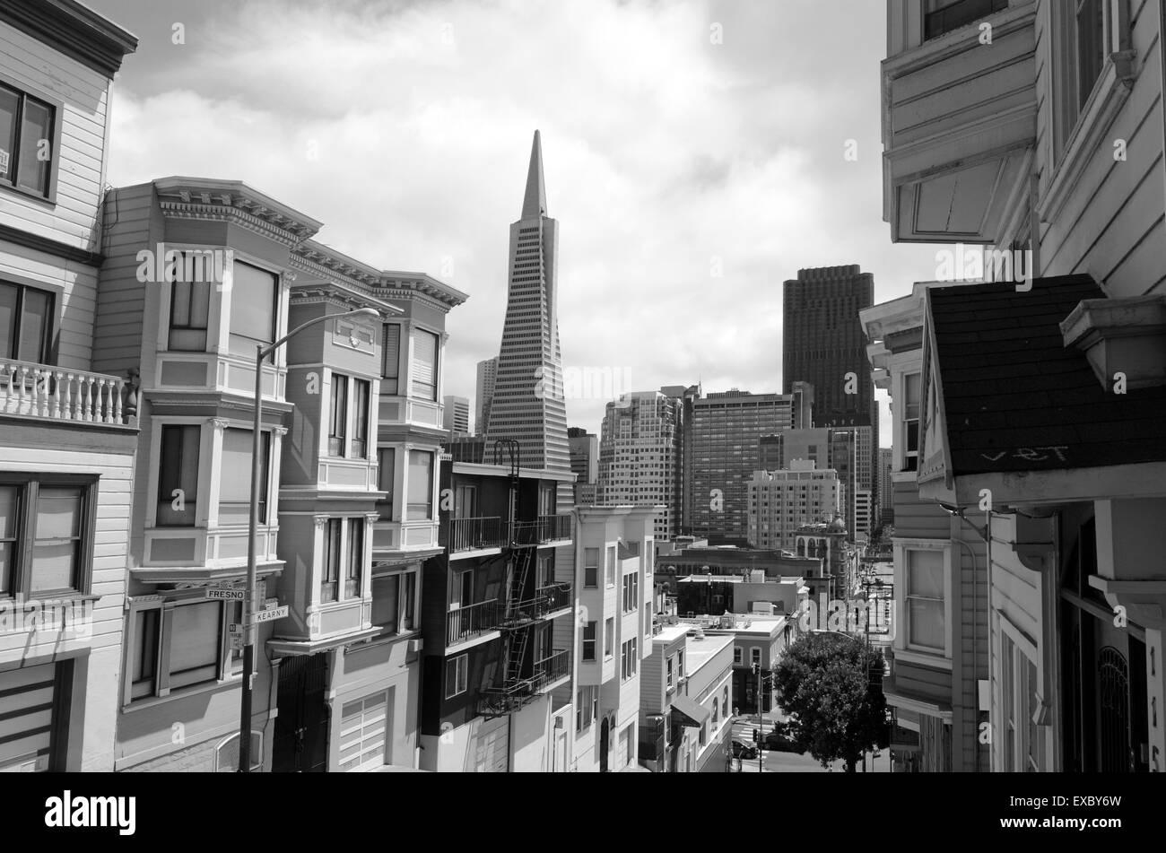 SAN FRANCISCO - MAY 18 2015: Transamerica Pyramid in San Francisco CBD. At 853 feet (250 meter) tall the Transamerica - Stock Image