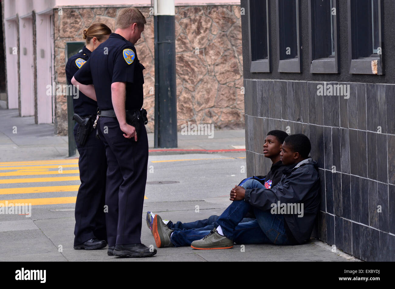 SAN FRANCISCO - MAY 15 2015:SFPD officers interrogating black american men in San Francisco.Overall, Black Americans - Stock Image