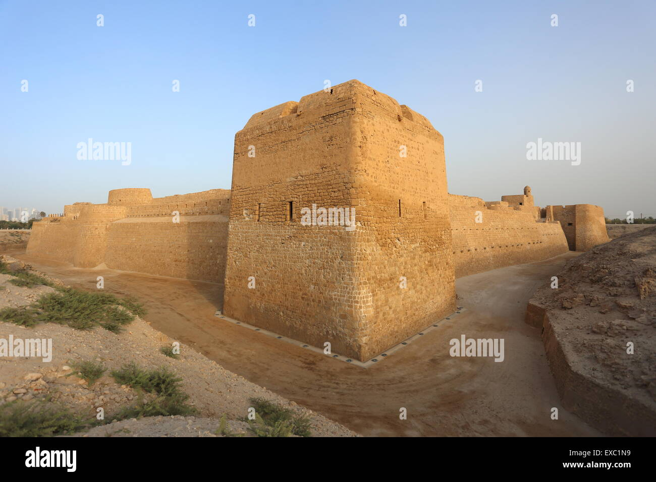 Fortified walls and moat of the Bahrain Fort, Kingdom of Bahrain - Stock Image