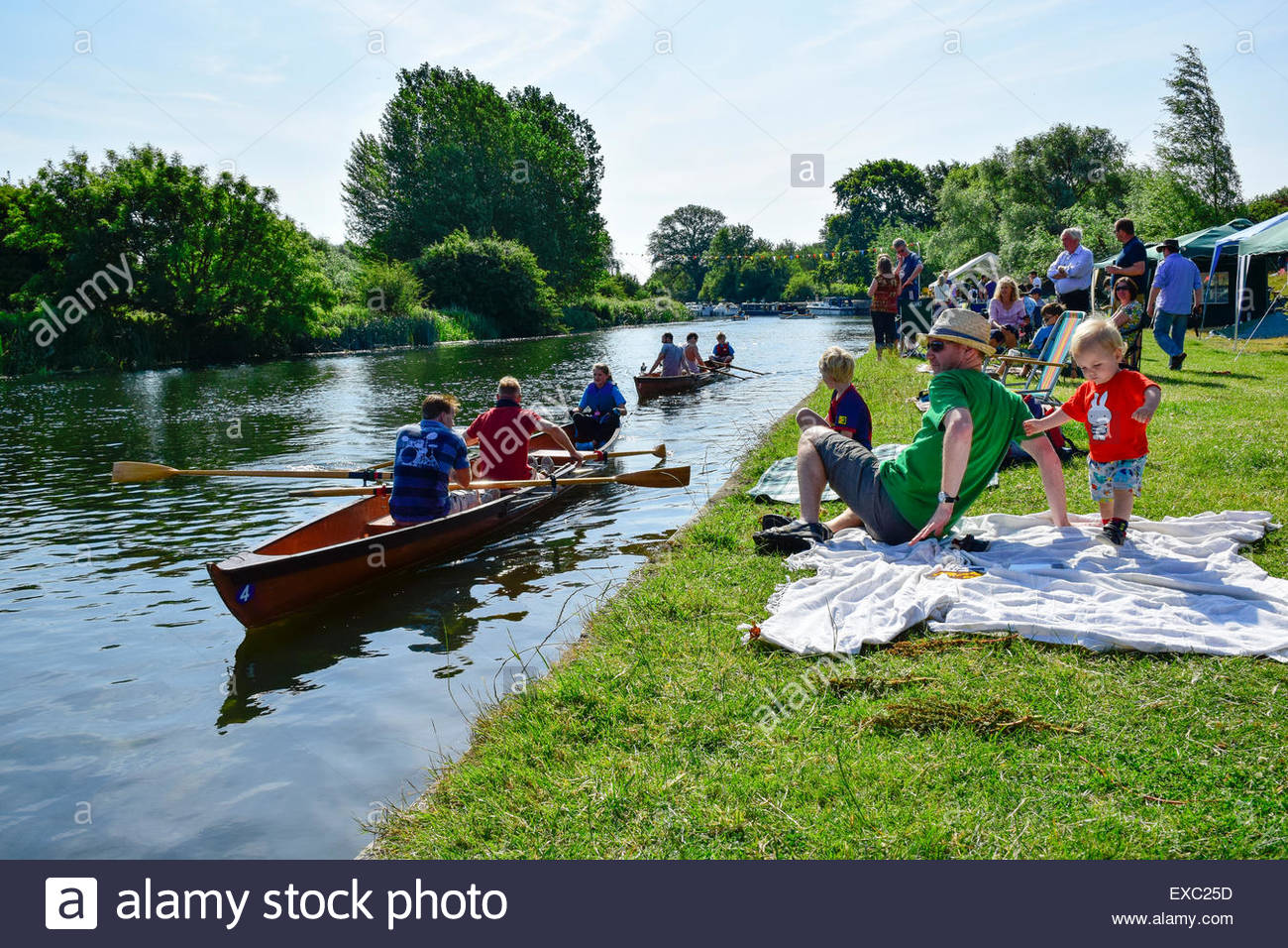 Hemingford Grey, Huntingdon, Cambridgeshire, UK. 11th July, 2015. Hemingfords' Regatta. Competitors take part - Stock Image