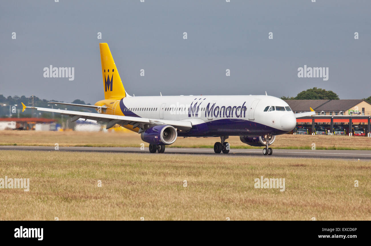 Monarch Airlines Airbus a321 G-ZBAL taking off from London-Luton Airport LTN Stock Photo