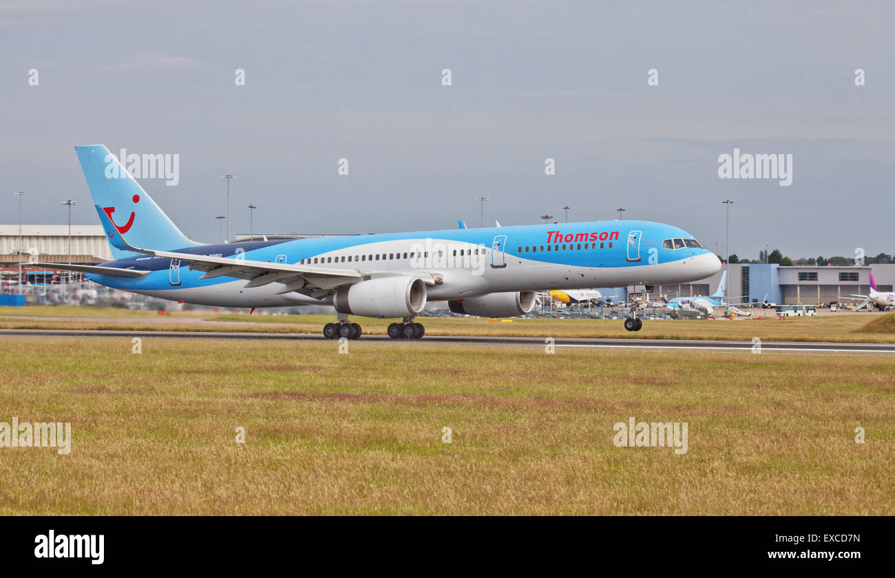 Thomson Airways Boeing 757 G-OOBD taking off from London-Luton Airport LTN Stock Photo