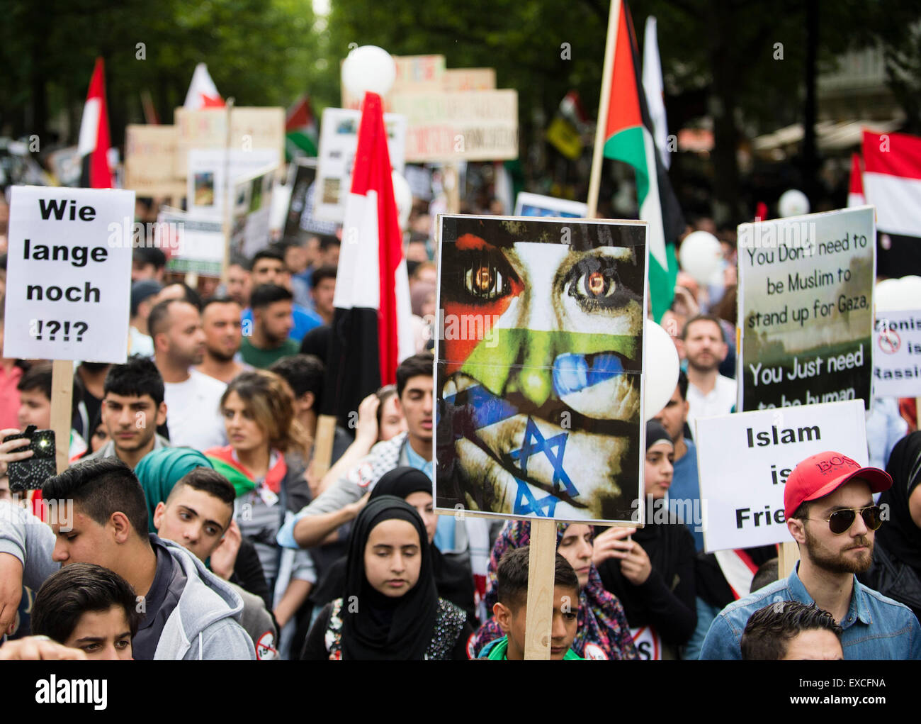 Berlin, Germany. 11th July, 2015. People march during a rally held in support of the Palestinian Territories and - Stock Image