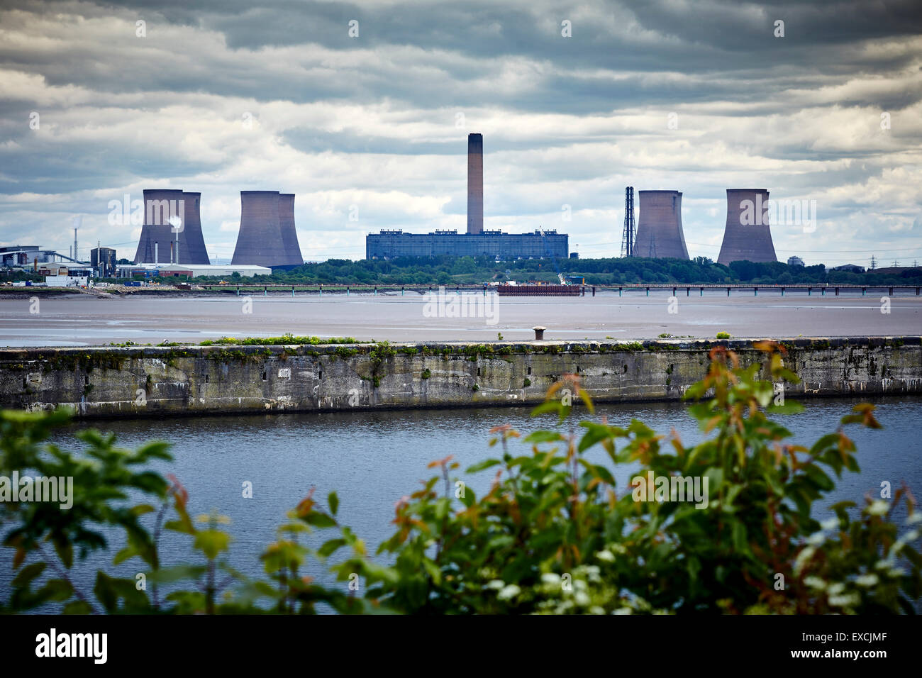 Runcorn is an industrial town and cargo port in Halton, Cheshire, UK.  Pictured  Fiddlers Ferry Power Station is - Stock Image