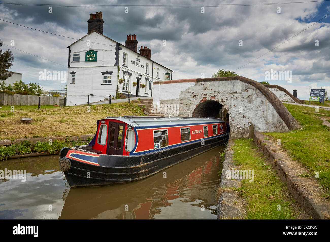 Kings Lock Inn Middlewich canal in Cheshire - Stock Image