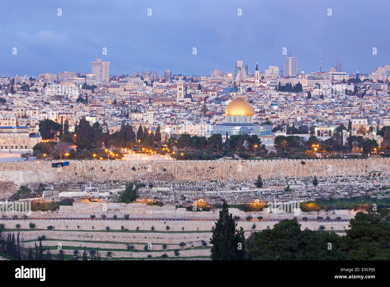 Jerusalem - Outlook from Mount of Olives to old city at dusk - Stock Image