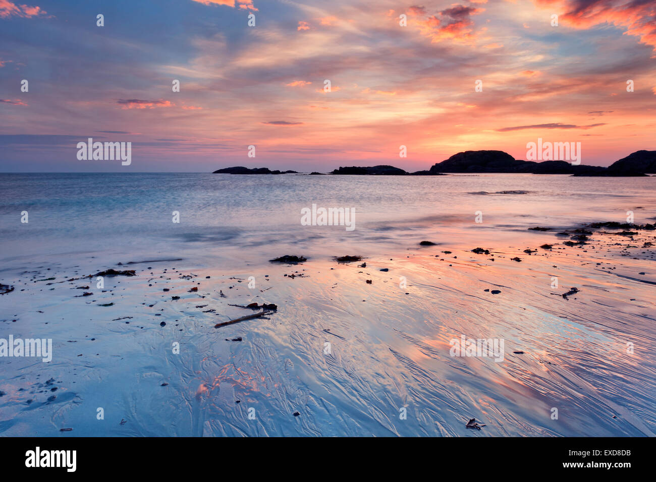 Stunning sunset on the beach of Iona, Hebrides, Scotland - Stock Image