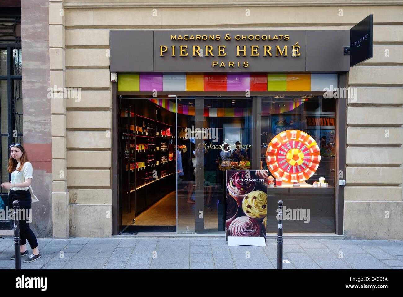 Pierre Herme, Macarons and chocolat store shop, Jewish quarter, Le Marais, Paris, France. - Stock Image