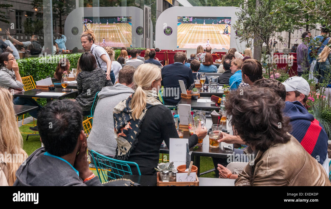 London, UK. 12 July 2015. People watch a giant outdoor screen, in Bankside Mix near the Tate Modern, showing the - Stock Image