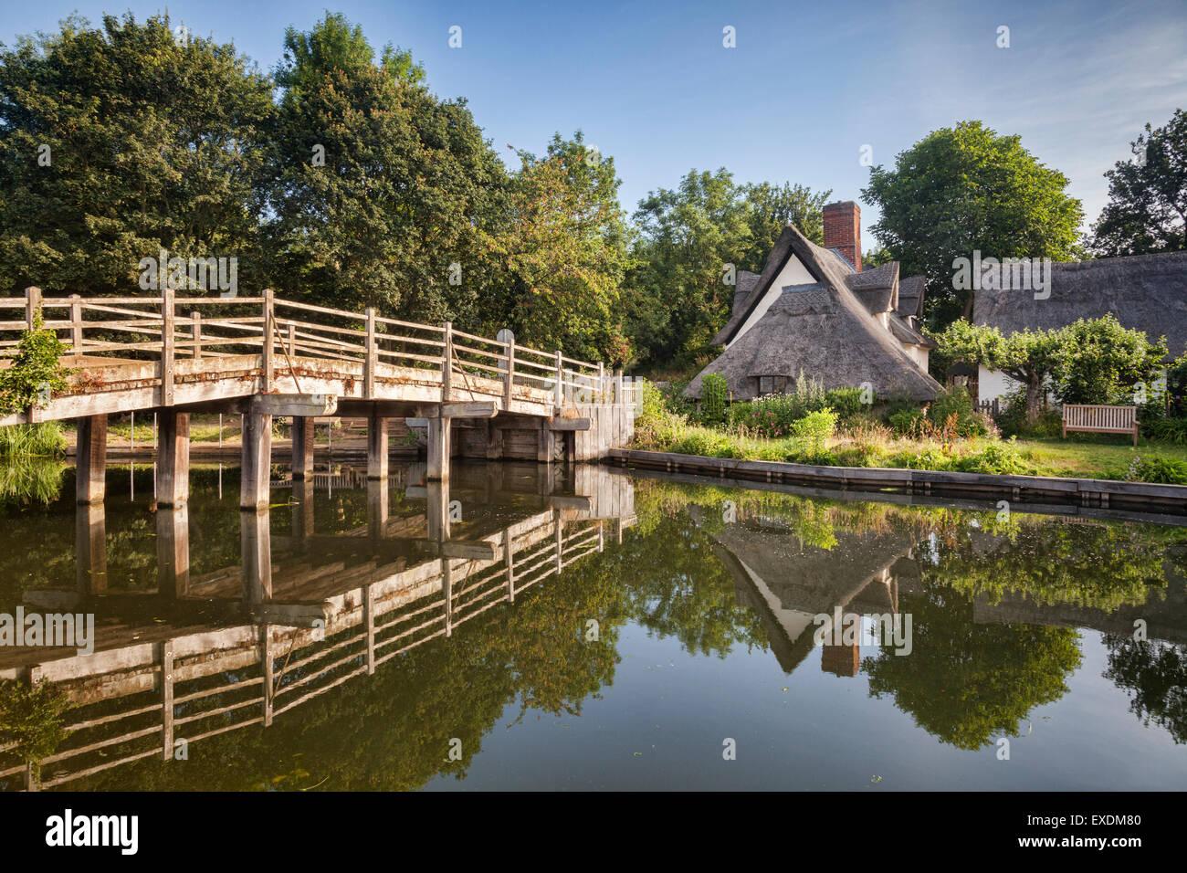 Flatford Bridge and Bridge Cottage on the River Stour in Dedham Vale, Suffolk, England. Stock Photo
