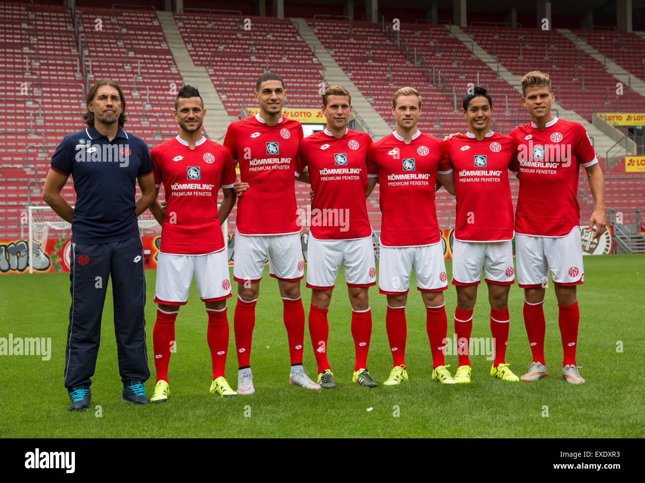 Mainz, Germany. 12th July, 2015. Head coach Martin Schmidt (L) and new signings Danny Latzta (L-R), Leon Balogun, - Stock Image